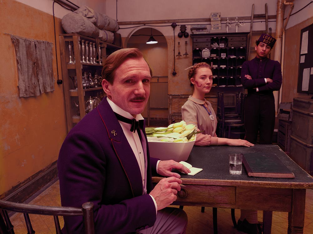 M. Gustave (Ralph Fiennes) and Zero (Tony Revolori)