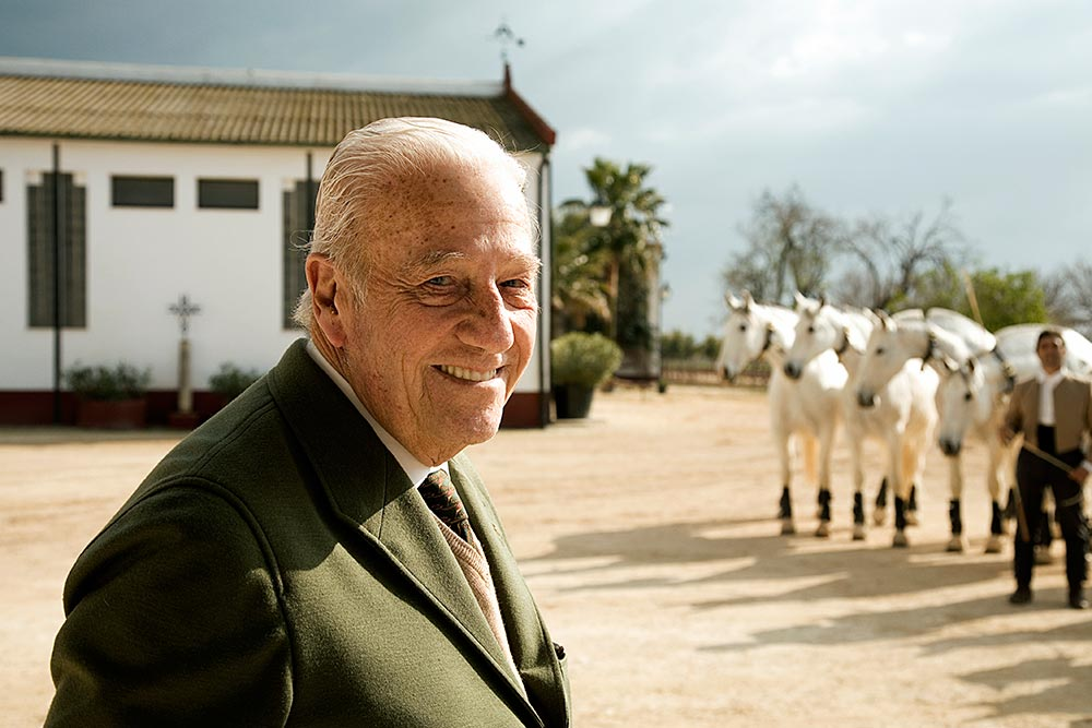 Miguel Ángel de Cárdenas is a breeder and owner of the Ganadería Cárdenas. His lands are dedicated to agriculture, but primarily to breeding PRE horses for competition. His animals are found at the San Pablo ranch in Écija (Seville).