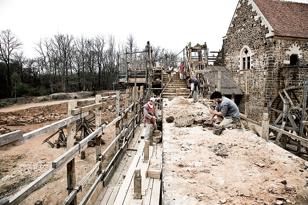 Stonamasons working on the western curtain wall