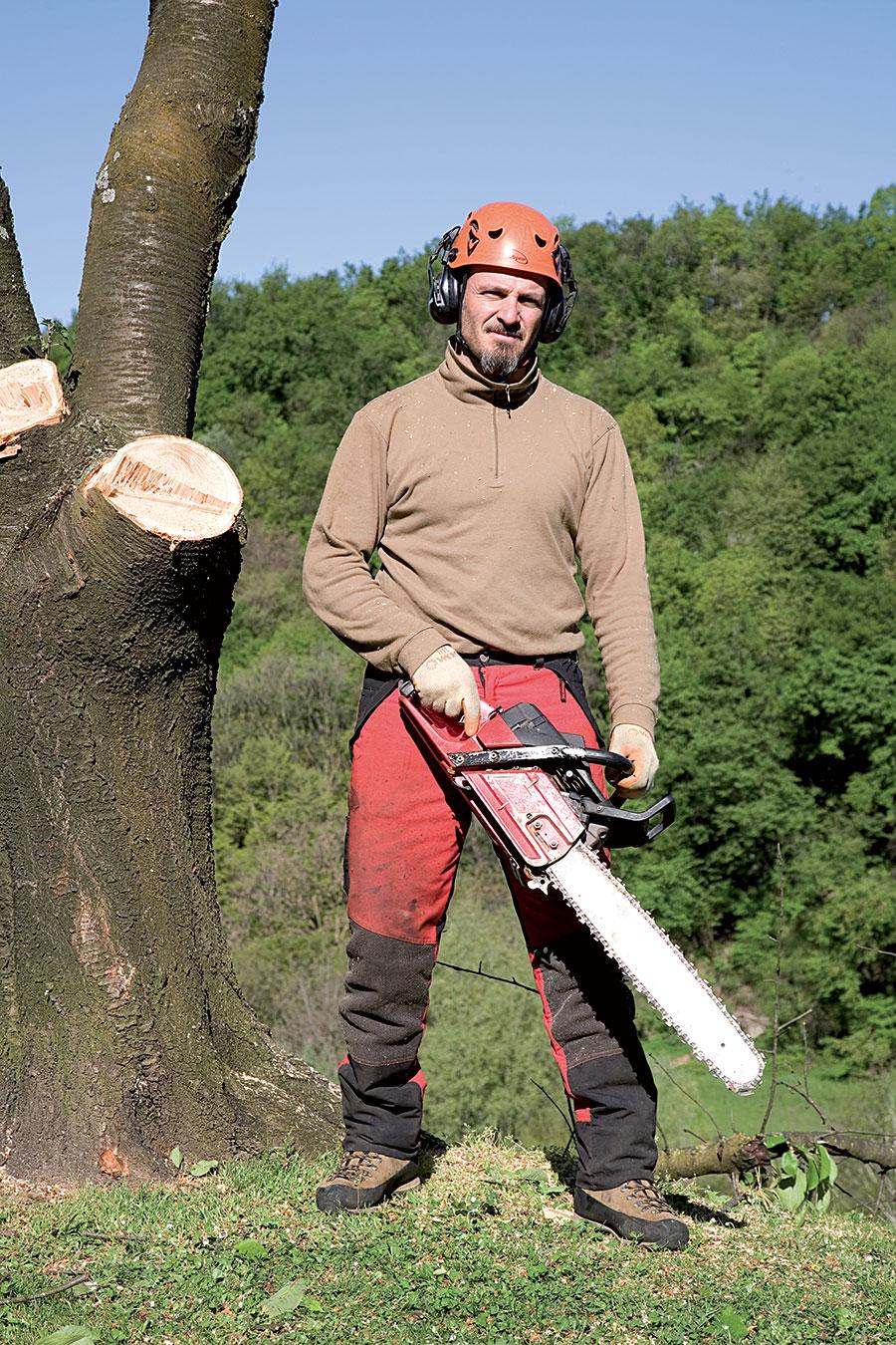 Giampiero Berni (42) lumberjack at Fratelli Zanetti, Croglio (Switzerland)